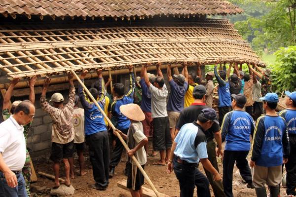 Dwipayana Sepang Contoh Esay Gotong Royong