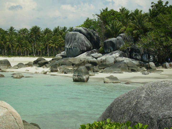 Pantai Siangau, Kecamatan Parit Tiga, Kabupaten Bangka Barat.