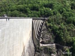 Sisi dam untuk bungee jumping