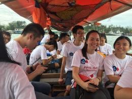 Rombongan Baksos PPIS 2016 dalam kapal pancung menuju Pulau Geranting.