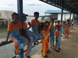 Senyum pelajar di Pulau Geranting menyambut kedatangan Rombongan Baksos PPIS 2016.