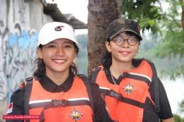 KIRI: Viera. KANAN: Putri. Keduanya ambil bagian dalam Opsih Situ Tujuh Muara di Pamulang, pada Jumat, 3 Juni 2016. (Foto: Gapey Sandy)