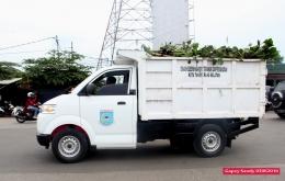 Mobil angkut DKPP terus bolak-balik membuang eceng gondok dan sampah dari Situ Tujuh Muara. (Foto: Gapey Sandy)
