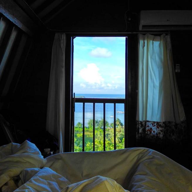 Dari kamar Cocohuts Inn