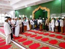 http://3.bp.blogspot.com/-_z9OWAYSzCE/VbD6UdFz-7I/AAAAAAAADas/1u_n79YYs40/s1600/halal_bihalal_by_viewfromhell-d5bqho6.jpg