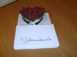 Contoh cincin nikah dan buku nikah di capil Jerman