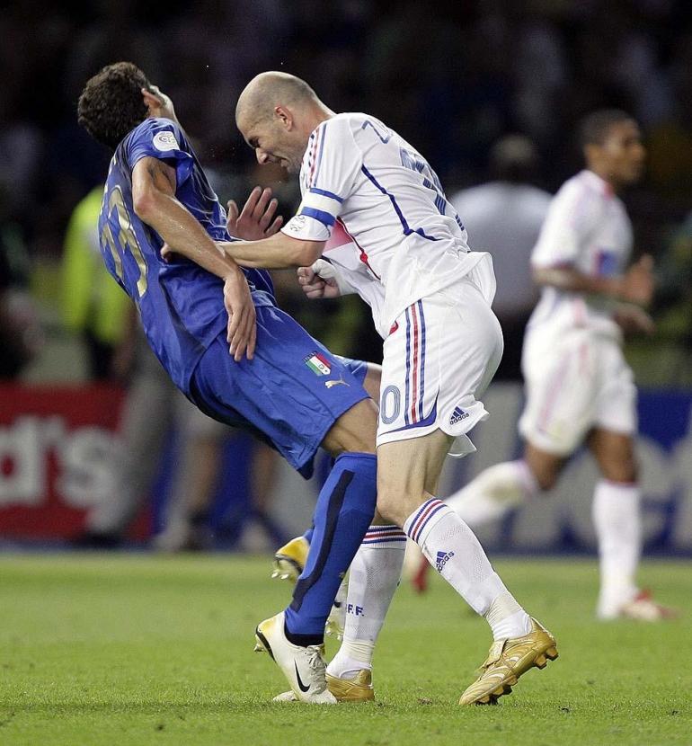 sumber: https://www.thestar.com/sports/soccer/2009/11/22/zidane_defends_thierry_henrys_handball.html