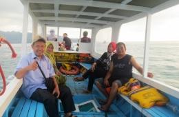Perahu mengantar ke perairan Gili Trawangan dan sekitarnya (koleksi pribadi)