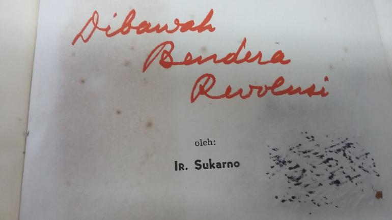 Cover dalam buku Dibawah Bendera Revolusi (dok:pri)
