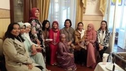 Ibu-ibu DWP KBRI Moscow setelah melaksanakan Sholat Ied (Foto: Ibu Atik Fifa Yanti)
