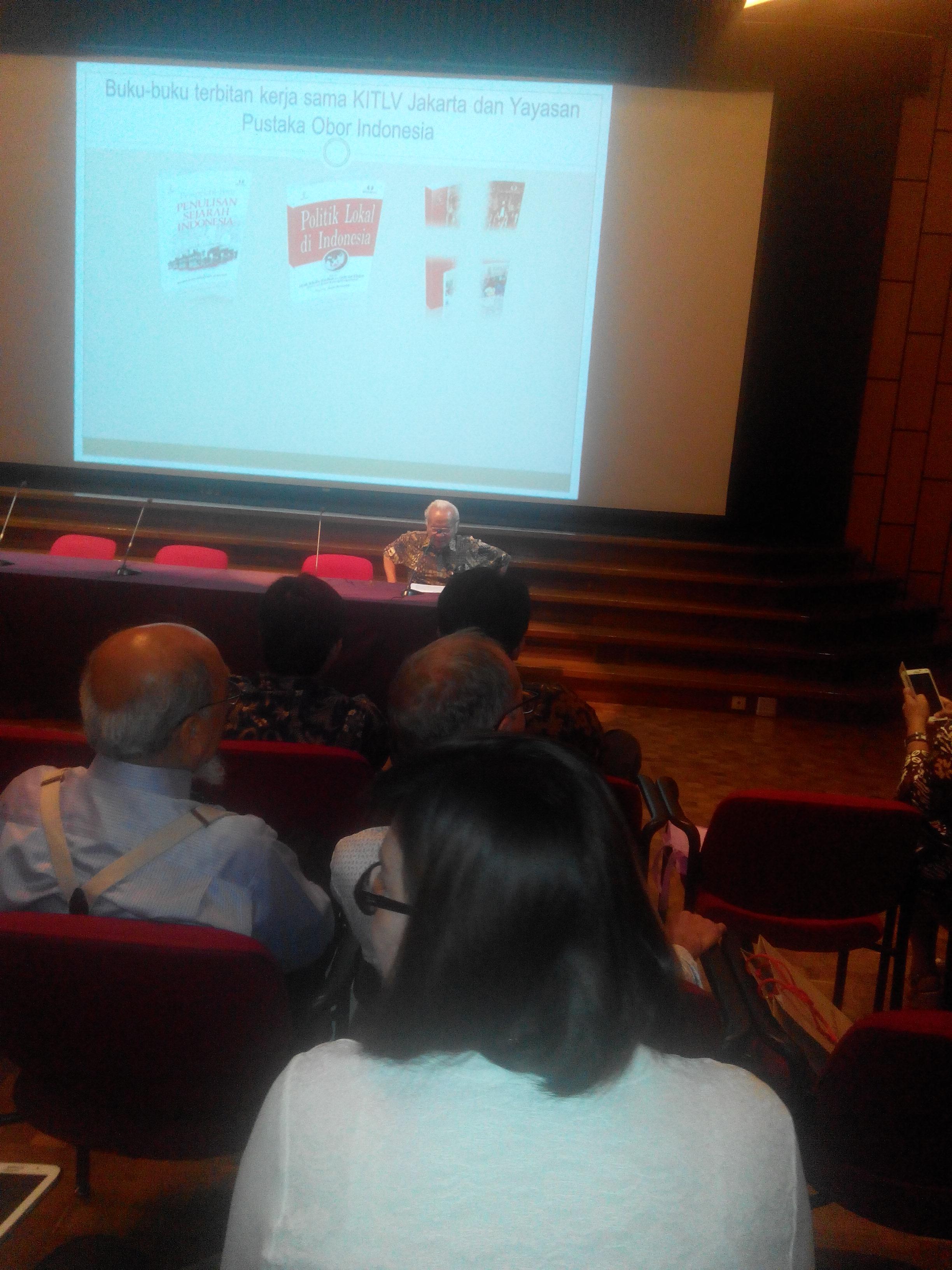 Suasana Diskusi Buku (Foto Dasman Djamaluddin)
