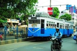 Tram di Kolkata. Foto merupakan dokumentasi pribadi penulis traveling-di-india-8