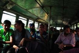 Di dalam bus. Foto merupakan dokumentasi pribadi penulis traveling-di-india-6