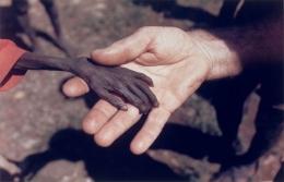 Deskripsi : Menyentuh Hati I Sumber Foto : Kisahhikmah.com