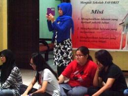 sebagian peserta gerakan Nasional Literasi Bangsa 2016 yang dihelat Balai Bahasa Jatim