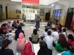 Bunda Zakyzahra Tuga pengasuh Sanggar kepenulisan PENA ANANDA CLUB Tulungagung di Gernas Literasi Bangsa 2016 Surabaya, 25/9/2016