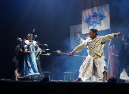 Kematian Bhisma oleh Arjuna. Seribu panah menancap di badannya (Dok. Pribadi)