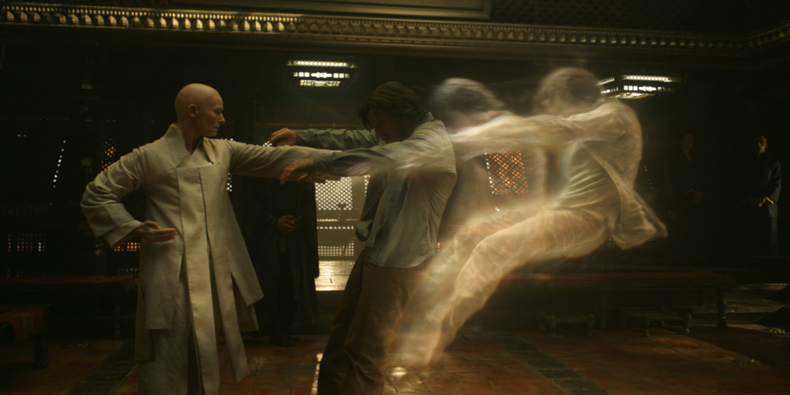 Pada scene inilah, Doctor Strange mulai mempercayai metafisika (sumber: http://static.srcdn.com/wp-content/uploads/doctor-strange-movie-tilda-swinton-benedict-cumberbatch.jpg)
