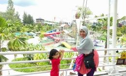 Bercengkrama dengan anak dan melihat tawa mereka itu adalah bahagiaku. Foto dokpri @Jogja Bay