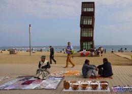 Pedagang asongan di pantai Barcelonetta (dok pribadi)