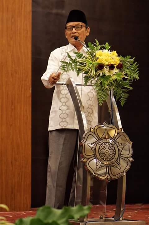 Kiai Zawawi Imron. Foto: Adhie