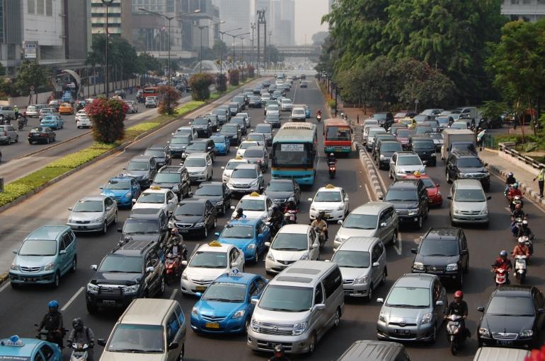 Aktivitas jalanan ibukota