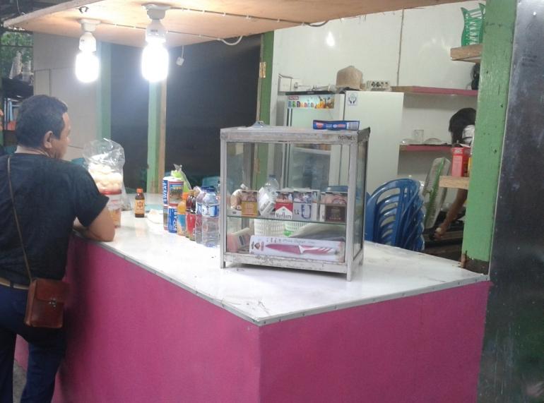 salah satu kios penjual telur penyu di kota Padang