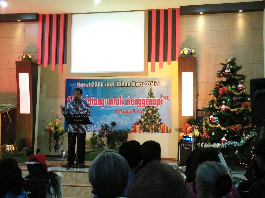 Pdt. Ed Merdhiriawan, S.K.H., M.A. menyampaikan khotbah Natal di GBI Karunia Kediri (dokpri)