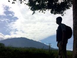 Gunung Pangrango yang tertutup awan