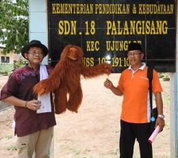 Saya (kanan) berfoto bersama pak Bugi (Pencerita)|Dokumentasi Bugi Sumirat