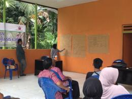 Peserta dari perwakilan desa mempresentasikan RTL. Foto dok. Yayasan Palung