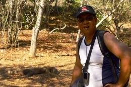 Dokumen pribadi. Foto bersama Komodo saat pertama kali ke pulau Rinca. Meski sedang diam setiap saat Komodo bisa berperilaku agresif