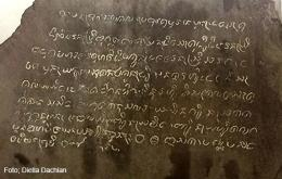 Tulisan beraksara Jawa dan berbahasa Sunda Buhun di Prasasti Batutulis