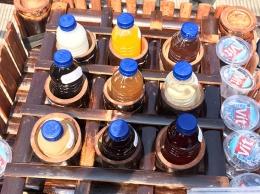 Aneka jenis minuman dalam dongdong atau pikulan dalam napak tilas budaya