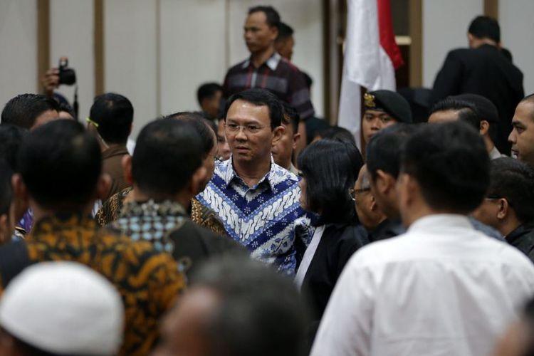 Basuki Thahaja Purnama (Ahok) usai mengikuti sidang pembacaan putusan di pengadilan Negeri Jakarta Utara. Sumber : Kompas (kristianto purnomo)
