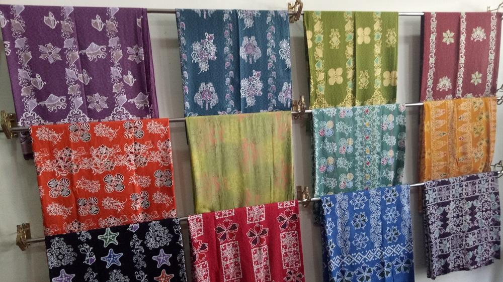 Batik gonggong. Ini hanya kain, ada juga yang sudah berbentuk baju.|Dokumentasi Pribadi