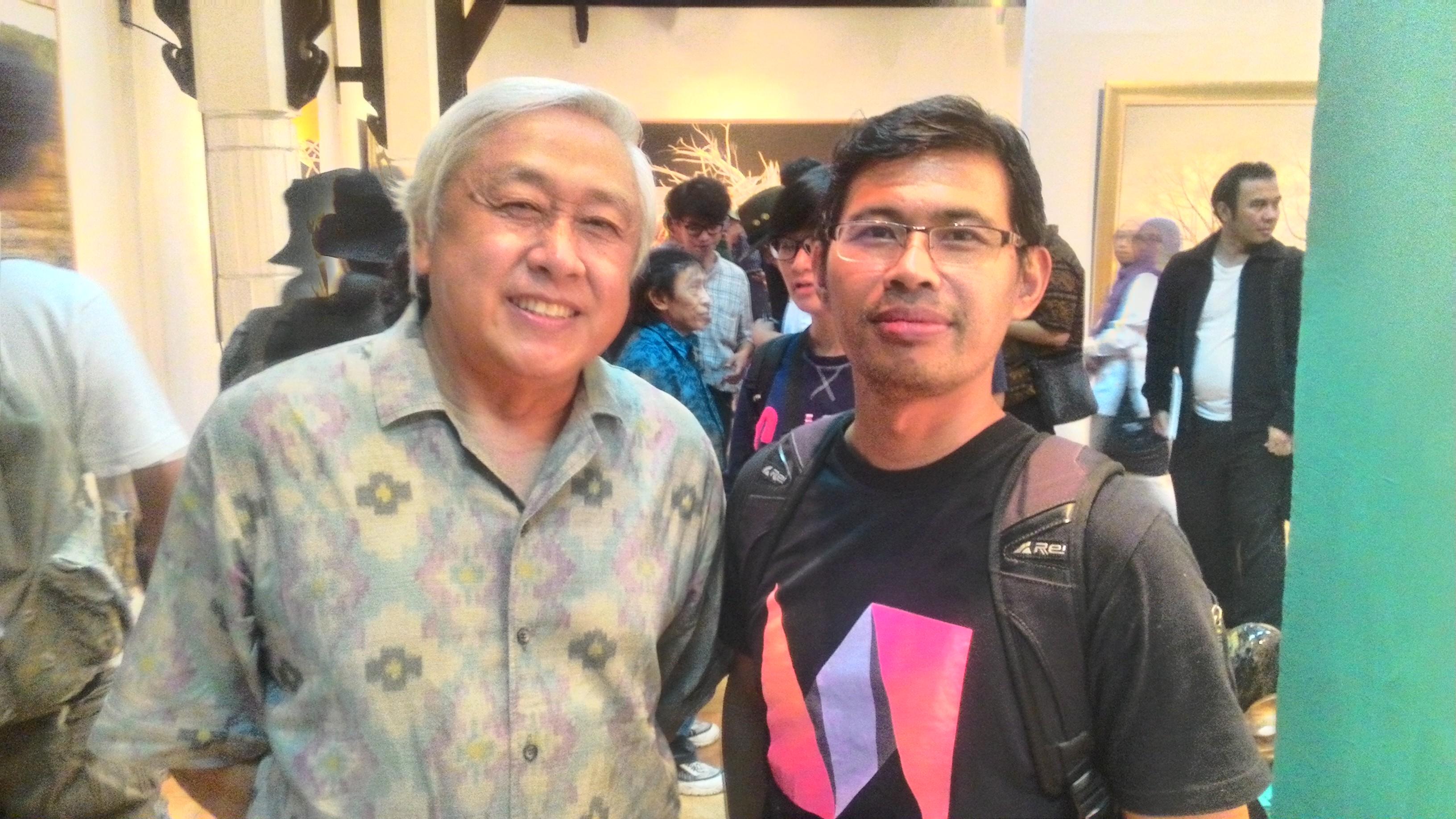 Penulis bersama Agus Dermawan T pengamat,kurator terkenal|Dokumentasi pribadi