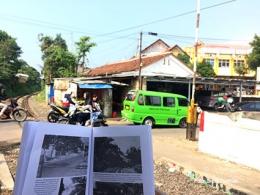 Menurut buku Danasasmita, perlintasan kereta api dekat kantor Camat Bogor Selatan ini terletak pada bekas parit