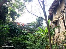 Foto ini diambil dari sisi bawah dekat lokasi perlintasan kereta di dekat kantor Camat Bogor Selatan
