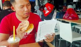 Mencicipi Kelezatan KFC Zuper Krunch (Sumber: Dokpri)