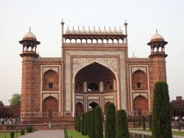 Pintu Gerbang Utama Taj Mahal (Dokpri)