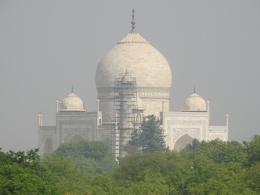 Taj Mahal dari Jendela Hotel (Dokpri)