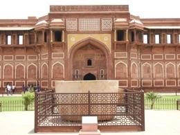 Istana dan Bath Tub Raja Jahangir (Dokpri)