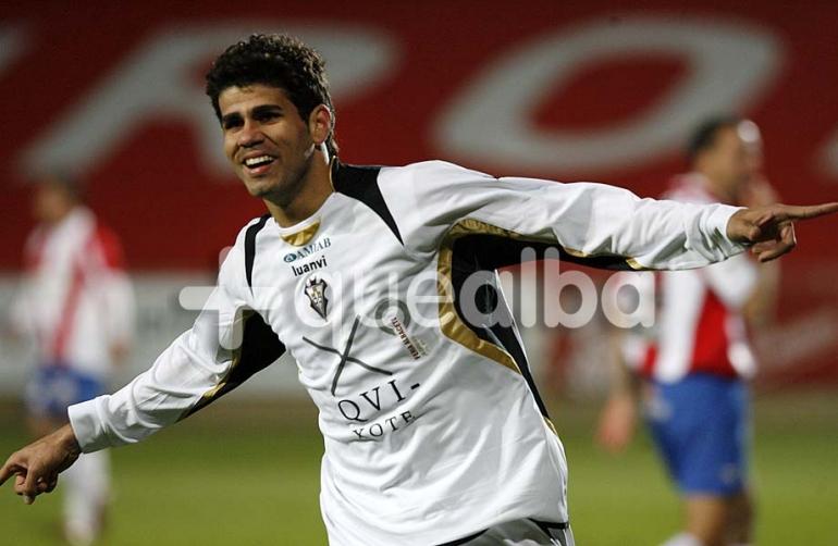 (Sumber foto: http://www.masquealba.com/images//Alba_13-14/club/diegoCosta//Diego-costa-albacete-balompie-00.jpg)