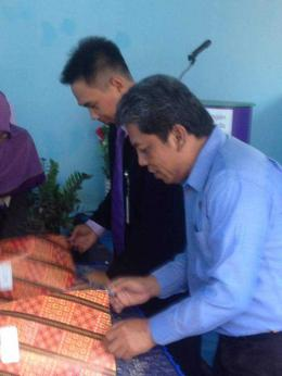 Direktur PDAM sedang menandatangani Mou dengan Bank Muamalat