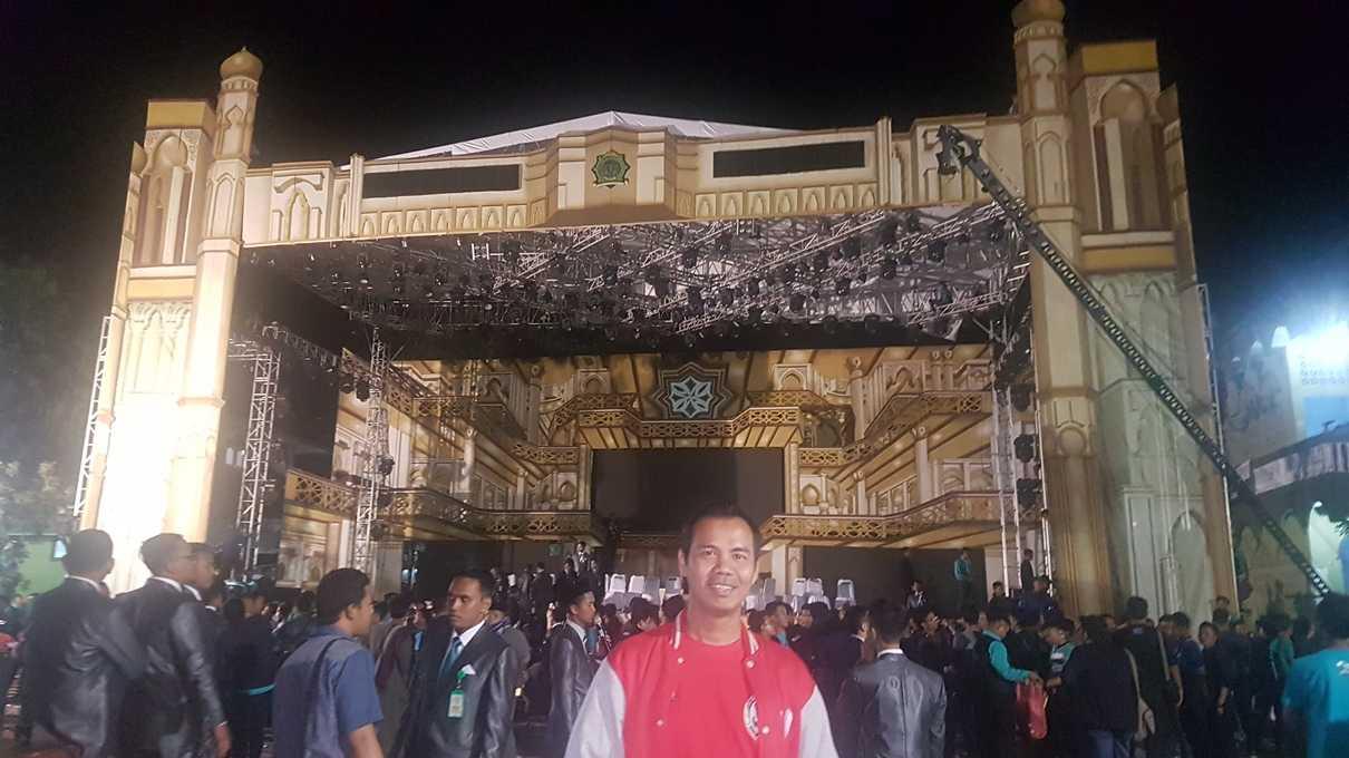 Kali ini, panggung PG dan DA menghadap masjid. (@iskandarjet)