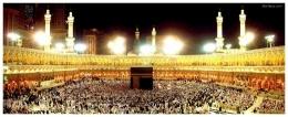 Masjidil Haram yang pada musim haji selalu ramai, bahkan pada lewat tengah malam hari sekalipun. [Sumber gambar: http edgeofuniverse-journal.blogspot.co.id]