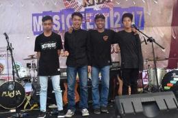 Grup Band Scared of Sunday asal Kampung Limbangan Kecamatan Limbangan, Kabupaten Garut (Sumber foto: Biotik Sadulur)