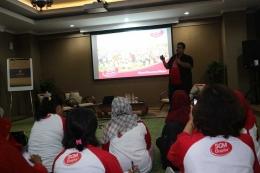 Marketing Manager SGM, Immanuel Sembiring, saat menjelaskan produk-produk SGM.   Dokumentasi Pribadi
