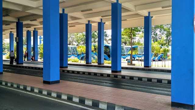 Penampakan BRT Solo di Pelataran Terminal Tirtonadi
